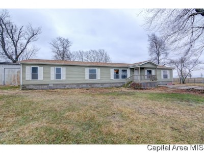 Assumption IL Single Family Home For Sale: $139,900