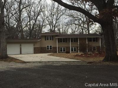 Taylorville IL Single Family Home For Sale: $189,000