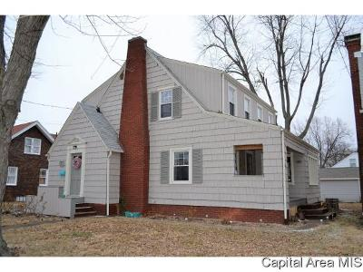 Jacksonville IL Single Family Home For Sale: $122,900
