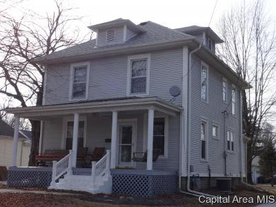 Jacksonville IL Single Family Home For Sale: $135,000