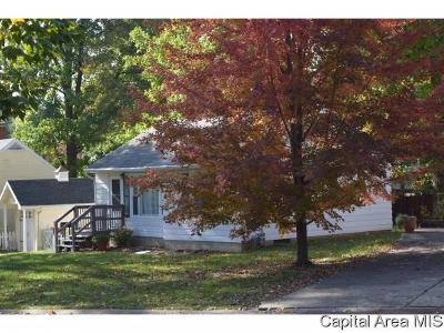Jacksonville IL Single Family Home For Sale: $72,000