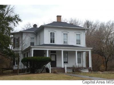 Jacksonville IL Single Family Home For Sale: $126,000