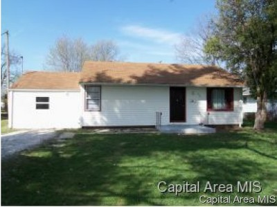 Jacksonville IL Single Family Home For Sale: $58,900