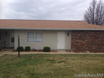 Taylorville IL Single Family Home For Sale: $64,900