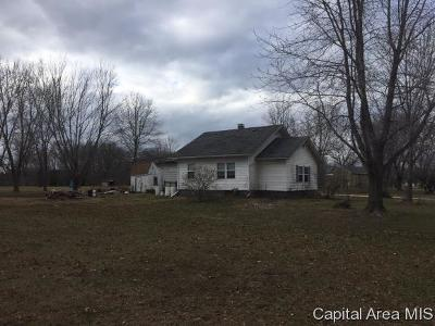 Taylorville IL Single Family Home For Sale: $62,500