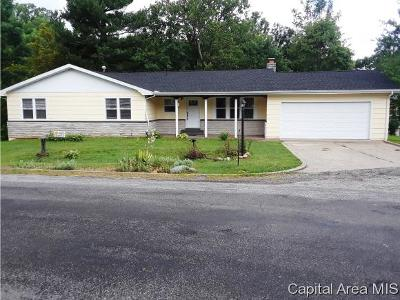 Carlinville Single Family Home Pending Continue to Show: 102 Sherwood