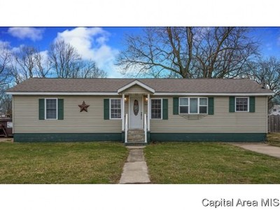 Blue Mound IL Single Family Home For Sale: $106,900