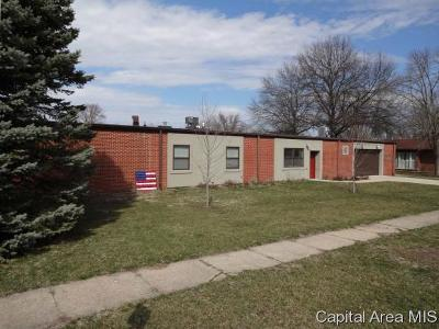 New Berlin Single Family Home For Sale: 304 E Birch St