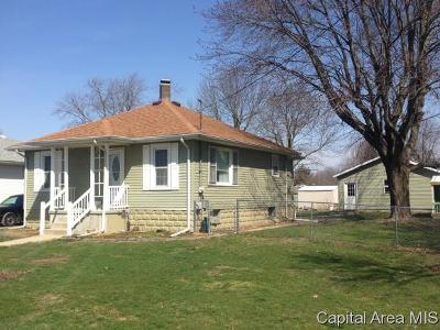 Taylorville IL Single Family Home For Sale: $74,900