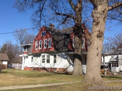 Taylorville IL Single Family Home For Sale: $79,900