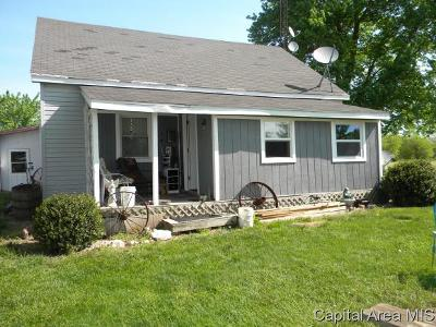 Jacksonville IL Single Family Home For Sale: $69,900
