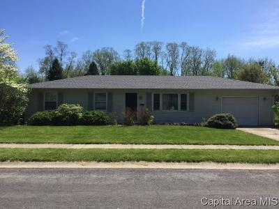 Jacksonville IL Single Family Home For Sale: $70,000