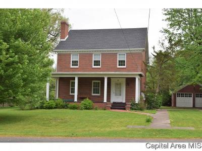 Jacksonville IL Single Family Home For Sale: $145,900