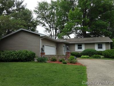 Jacksonville IL Single Family Home For Sale: $142,000