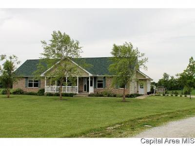 Morrisonville Single Family Home For Sale: 327 N 1100 East Rd