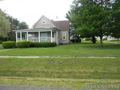 Jacksonville IL Single Family Home For Sale: $74,900
