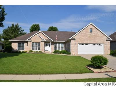 Jacksonville IL Single Family Home For Sale: $255,900