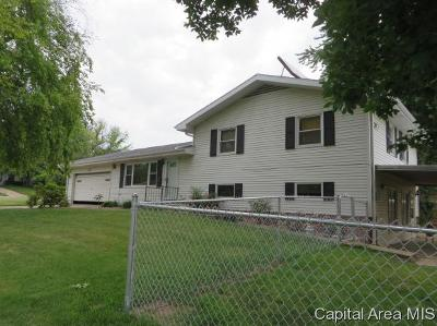 Jacksonville IL Single Family Home For Sale: $149,000
