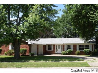 Jacksonville IL Single Family Home For Sale: $131,999