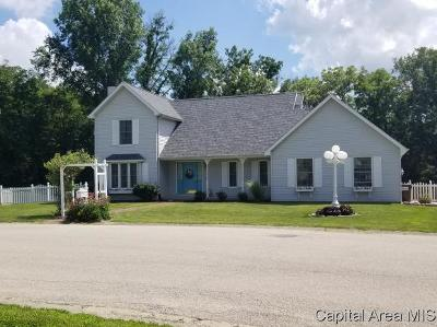 Taylorville IL Single Family Home For Sale: $173,500