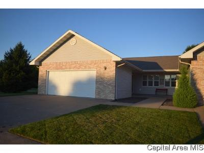 Jacksonville IL Single Family Home For Sale: $134,900