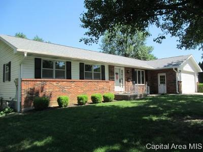 Jacksonville IL Single Family Home For Sale: $169,900