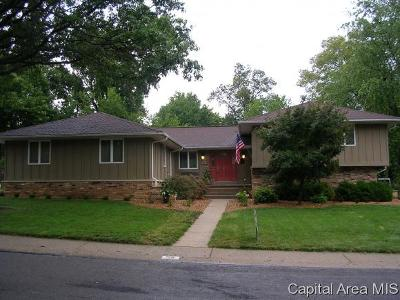 Jacksonville IL Single Family Home For Sale: $259,900