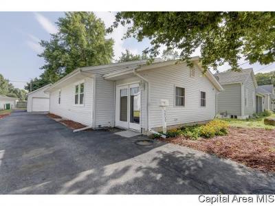 Auburn Single Family Home For Sale: 209 E Adams St