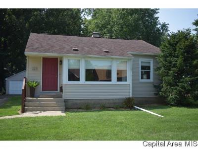 Jacksonville IL Single Family Home For Sale: $79,900