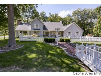 Taylorville IL Single Family Home For Sale: $274,900
