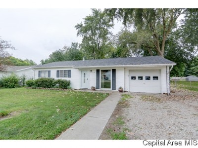 Chatham Single Family Home For Sale: 1524 E. Walnut St.