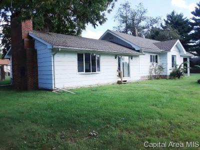Carlinville Single Family Home For Sale: 704 N Johnson Street