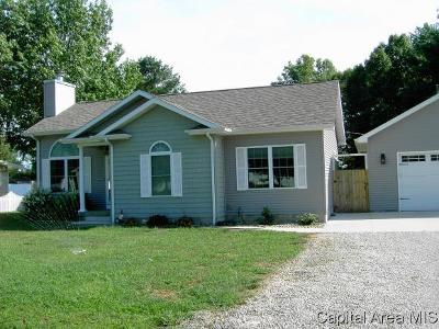Taylorville IL Single Family Home For Sale: $179,900