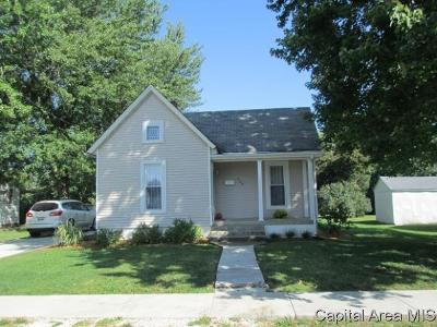 Jacksonville IL Single Family Home For Sale: $72,900