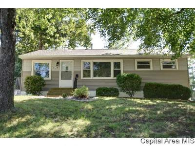 Springfield Single Family Home For Sale: 58 Meadowlark Ln
