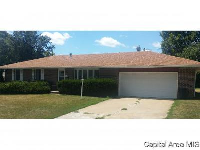 Jacksonville IL Single Family Home For Sale: $140,000