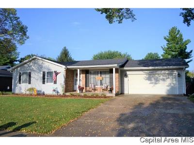 Jacksonville IL Single Family Home For Sale: $158,000
