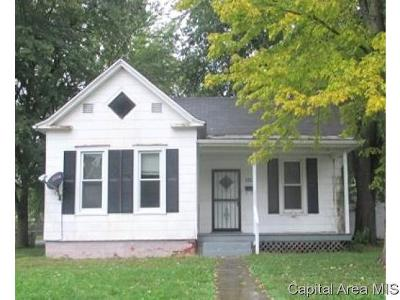 Jacksonville IL Single Family Home For Sale: $32,000
