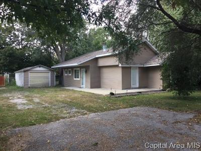 Taylorville IL Single Family Home For Sale: $67,900