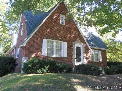 Jacksonville IL Single Family Home For Sale: $169,000