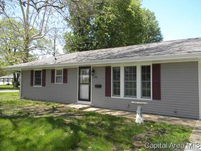 Jacksonville IL Single Family Home For Sale: $128,900