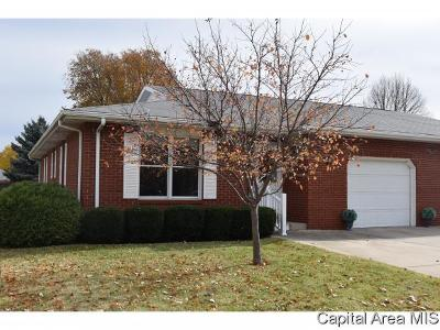 Jacksonville IL Single Family Home For Sale: $124,900
