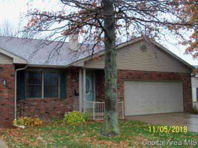 Jacksonville IL Single Family Home For Sale: $152,500