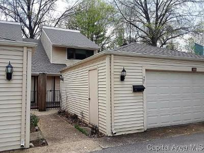Springfield Single Family Home For Sale: 49 Country Pl