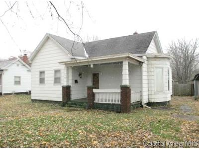 Jacksonville IL Single Family Home For Sale: $25,000
