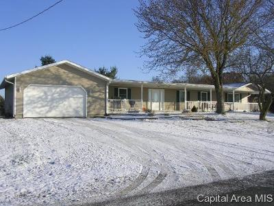 Jacksonville IL Single Family Home For Sale: $150,000