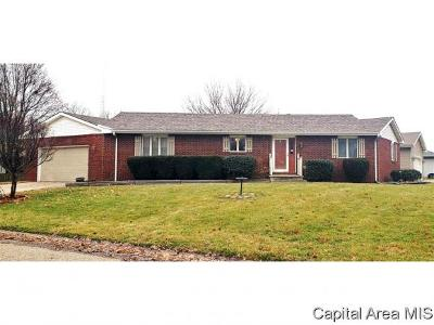 Jacksonville IL Single Family Home For Sale: $163,000