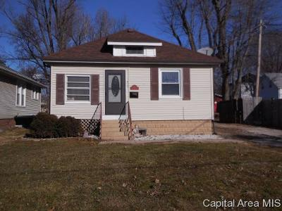 Jacksonville IL Single Family Home For Sale: $82,000
