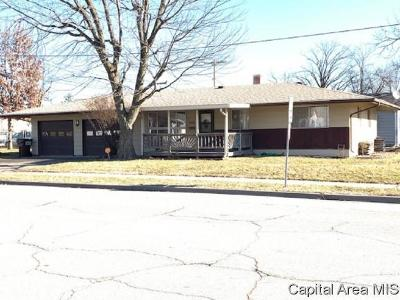 Taylorville Single Family Home For Sale: 900 N Cheney St