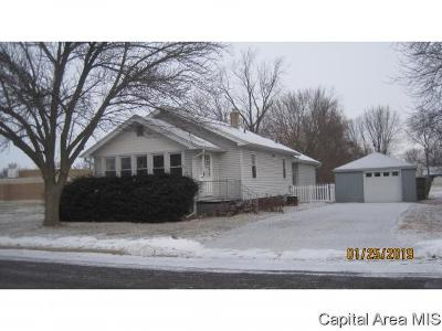 Taylorville IL Single Family Home For Sale: $94,500